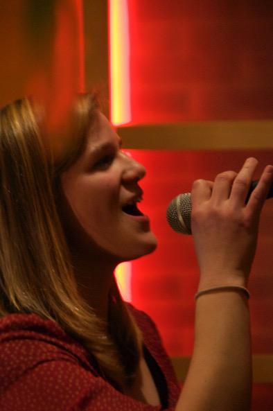 Eli singt live bei Feier